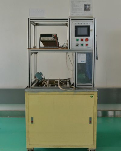 调温 器 泄漏 量 试验 台 machine d'essai de fuite Thermostat